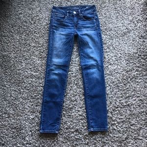American Eagle Medium Wash Skinny Jeans size 2